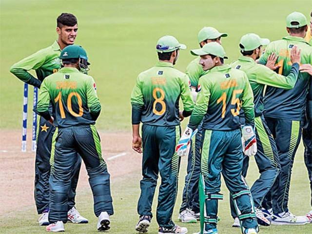 افغانستان کو مات دینے والے بھارت کی گروپ میں پہلی پوزیشن، مشرا کی 5 وکٹیں۔ فوٹو: فائل