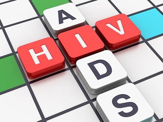 دنیا بھر میں مرض سے ہلاکتوں میں 33 فیصد کمی آئی، پاکستان میں ایڈز سے متاثرہ مریضوںکی تعداد ایک لاکھ 60 ہزار پہنچ گئی۔ فوٹو : فائل