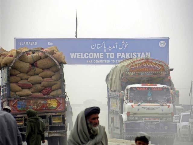 سخت تجارتی پالیسیوں کے باعث پاک افغان باہمی تجارت ڈھائی سے 1 ارب ڈالر رہ گئی ہے۔ فوٹو: فائل