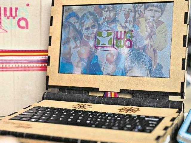واوا لیپ ٹاپ جو لکڑی سے بنایا گیا ہے اور ایک مرتبہ خریدنے پر 10 سے 15 برس تک کارآمد رہتا ہے۔ فوٹو: واوا لیپ ٹاپ ویب سائٹ