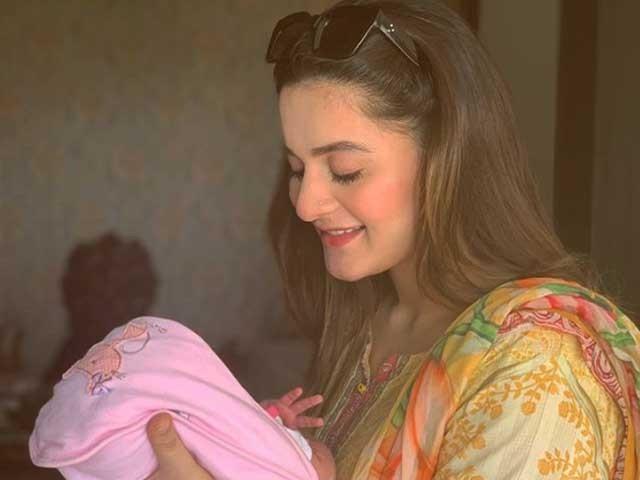 ایمن خان اور منیب بٹ نے اپنی بیٹی کا نام امل منیب رکھا ہے فوٹوسوشل میڈیا