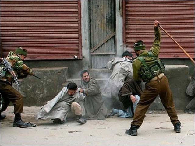 کشمیر میں ذرائع ابلاغ کی بندش کے بعد بیرونی دنیا کشمیر کے اندرونی حالات سے بے خبر ہے۔ (فوٹو: انٹرنیٹ)