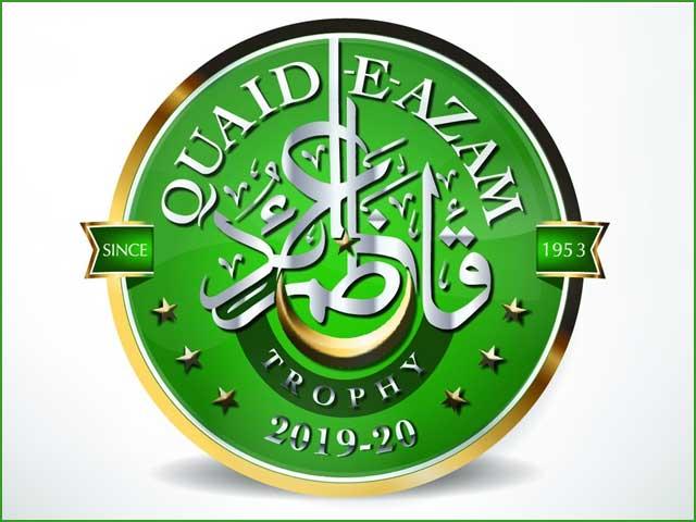 لوگو میں سبز پس منظر کے ساتھ سفید رنگ سے قائد اعظم ٹرافی کے الفاظ کی اردو میں خطاطی کی گئی ہے۔ فوٹو: فائل