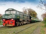 مالی خسارے کے باعث دو ٹرینوں راولپنڈی ایکسپریس اور دھابیجی ایکسپریس کو مکمل طور پر بند کردیا گیا ہے (فوٹو: فائل)