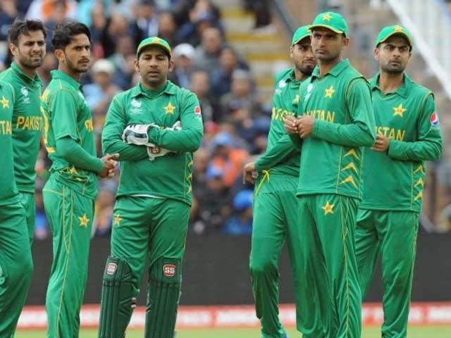 پاک سری لنکا ون ڈے سیریز کراچی جب کہ ٹی 20 سیریز لاہور میں کھیلی جائے گی فوٹو: فائل