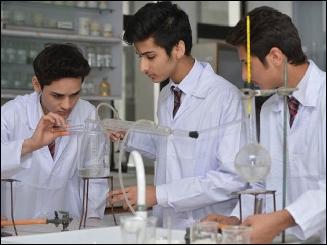 ہمارے تعلیمی اداروں میں سائنسی تحقیق نہ ہونے کے برابر ہے۔ (فوٹو: انٹرنیٹ)