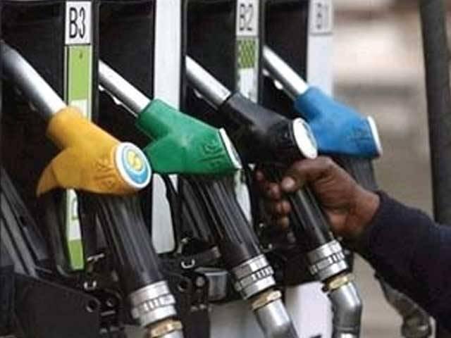 یکم اکتوبر سے پٹرولیم مصنوعات کی قیمتوں میں 5 سے 8 روپے بڑھنے کا امکان ہے، ذرائع ۔ فوٹو:فائل