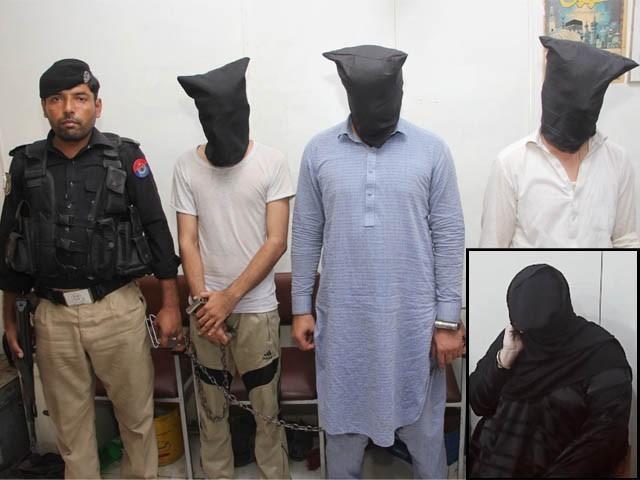 خاتون نے گھر سے 30 تولے سونا، 25 ہزار روپے نقدی اور 24 ہزار روپے مالیت کے پرائز بانڈ چوری کرادیے (فوٹو: ایکسپریس)
