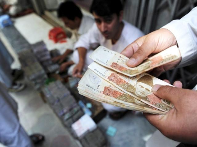 پاکستان کے قرضہ پروگرام کا آغاز اچھا ہوا ہے اور درست سمت میں بڑھ رہا ہے۔ فوٹو : اے ایف پی