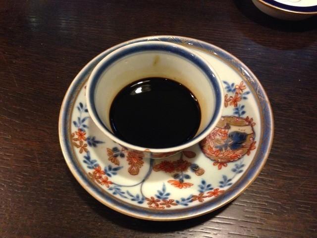 دنیا کی سب سے مہنگی اور سب سے پرانی کافی جو اوساکا کے ایک کافی شاپ سے دستیاب ہے (فوٹو: اوڈٹی سینٹرل)