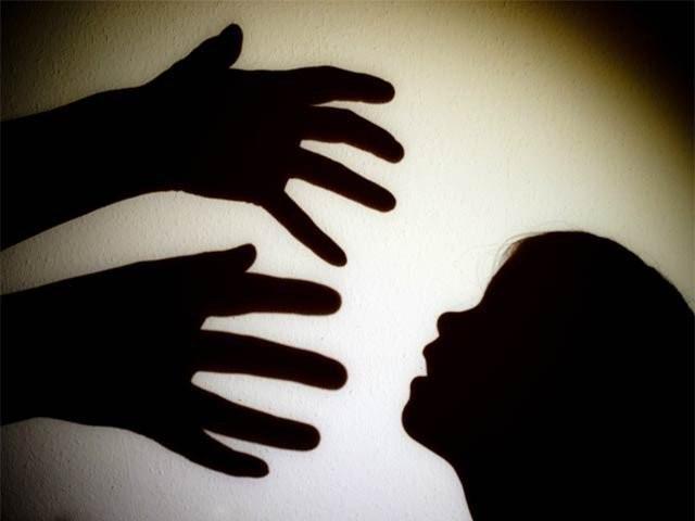 ملزمان بچوں سے زیادتی کرکے ویڈیوز بھی بنا لیتے تھے، ایف آئی آر۔ فوٹو:فائل
