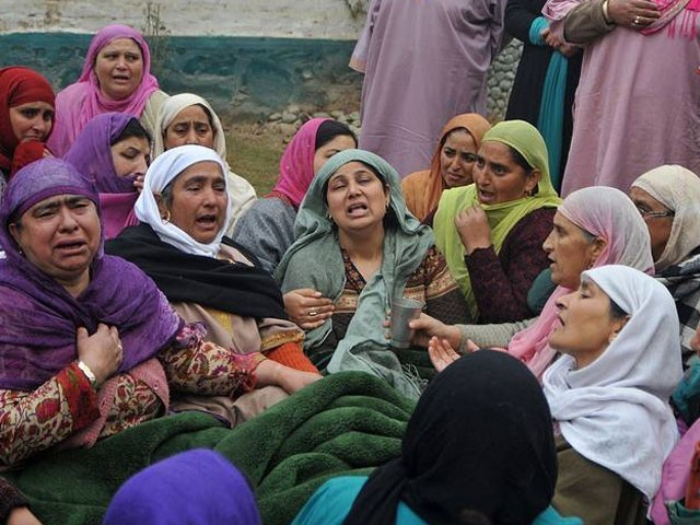 شہید ہونے والے نوعمر یاور احمد کے اہل خانہ غم سے نڈھال ہیں۔ فوٹو : ٹویٹر