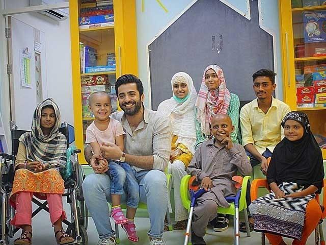میں خوش قسمت ہوں کہ مجھے ان بچوں کے ساتھ وقت گزارنے کا موقع ملا، شہریار منور، فوٹو انسٹاگرام
