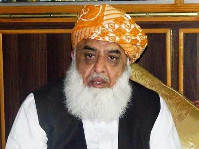 حکومت کشمیرکوبیچ کر اب بین بھی کررہی ہے،قتل حسین بھی ہے ماتم بھی ہے، مولانا فضل الرحمان، فوٹو: فائل