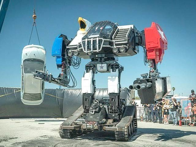 میگا بوٹ کمپنی نے اپنا لڑاکا روبوٹ ایگل پرائم ای بے پر فروخت کے لیے پیش کردیا ہے۔ فوٹو: ڈیلی میل