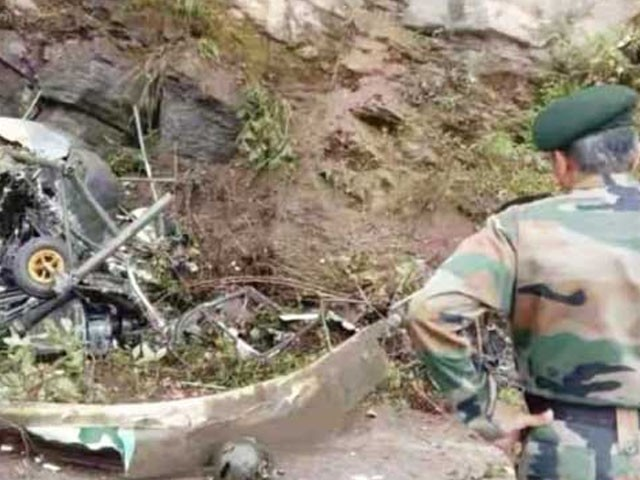 رواں برس 5 طیارے اور 4 ہیلی کاپٹرز مختلف مقامات پر گر کر تباہ ہوگئے ہیں  ۔ فوٹو : بھارتی میڈیا