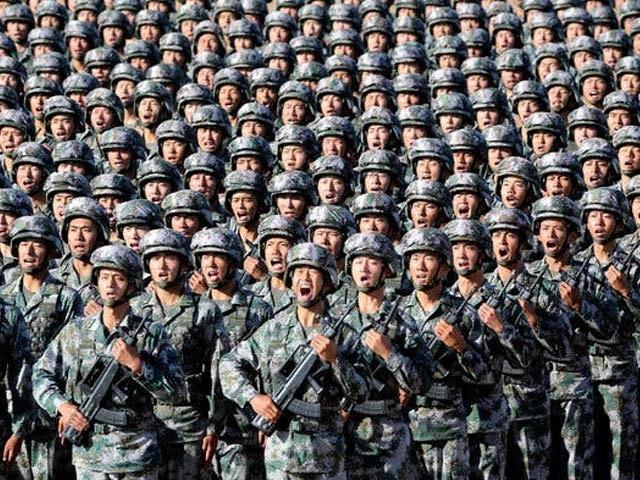 چینی حکام نے یکم اکتوبر کو فوجی پریڈ دکھانے کے لئے 6 لاکھ سے زائد ٹی وی تقسیم کئے ہیں۔ فوٹو: فائل