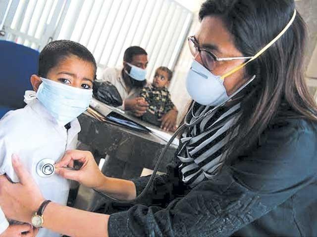 سردی کی شدت میں بتدریج اضافہ انفیکشن، دمہ اور نمونیہ جیسی بیماریوں میں اضافے کا باعث بن رہا ہے۔ فوٹو: فائل