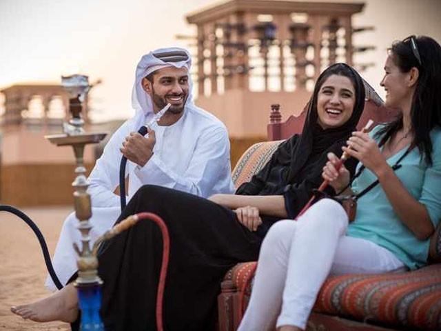 سیاح خواتین کے لیے عبایا کی شرط بھی ختم کردی گئی ہے۔ فوٹو : فائل