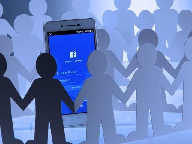 فیس بک ایپ نے انسٹالیشن کے ضمن میں سب سے اہم سنگِ میل عبور کرلیا ہے اور اس کی تعداد 5 ارب تک جا پہنچی ہے۔ (فوٹو: فائل)
