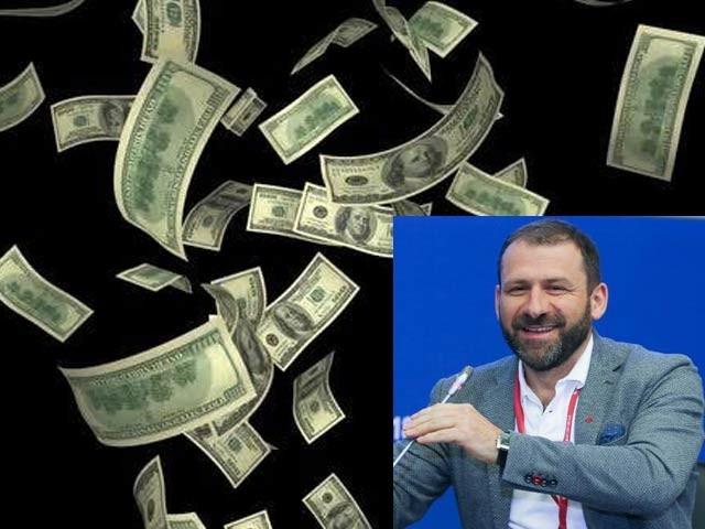 روسی تاجر ایگور رائبیکوف نے کانفرنس کے شرکا پر 20 لاکھ ڈالر نچھاور کردیئے (فوٹو: ڈیلی میل)