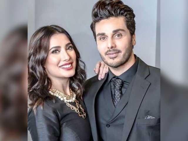 احسن خان اورمہوش حیات کی وائرل ویڈیو پر سوشل میڈیا صارفین کی جانب سے تنقید کا سلسلہ شروع ہوگیا فوٹوفائل
