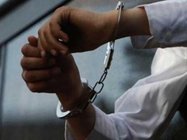 ڈکیتی میں مزاحمت پر قتل ہونے والی طالبہ مصباح کے قتل میں ملوث ملزم بھی گرفتار فوٹو:فائل