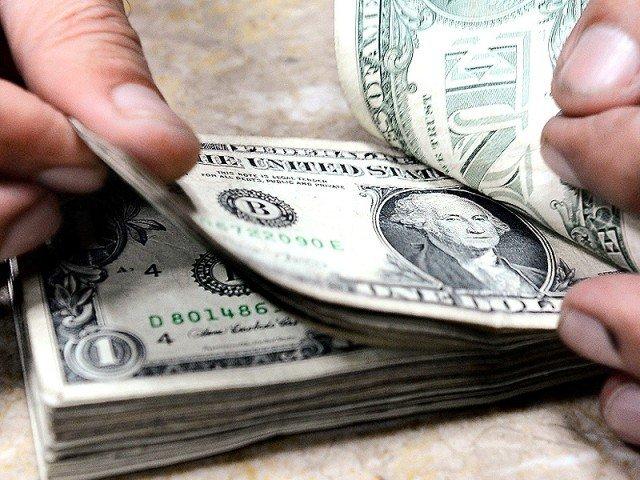 رواں مالی سال کی پہلی سہ ماہی میں ترسیلات کی مالیت 5 ارب 40کروڑ ڈالر رہی، اسٹیٹ بینک آف پاکستان . فوٹو : فائل