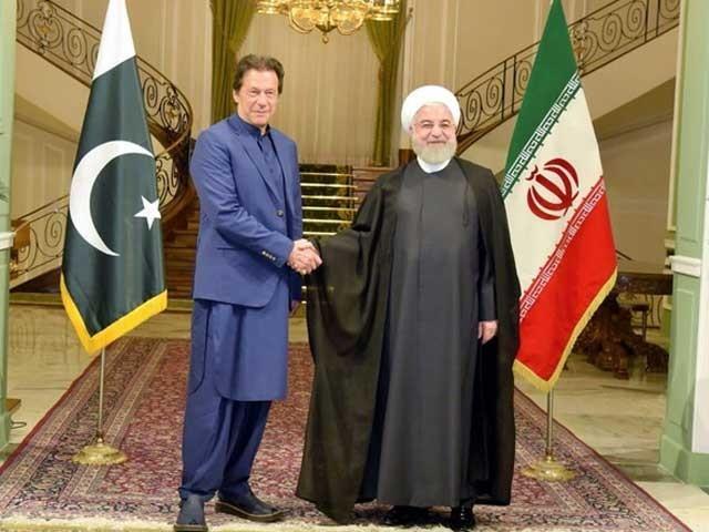 ایرانی صدر حسن روحانی اور وزیراعظم عمران خان نے مشترکہ پریس کانفرنس کی - فوٹو: پی ٹی آئی