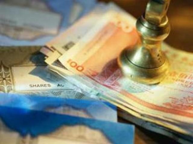 حکومت کو رواں مالی سال کے دوران ماضی کے یورو اور سکوک بانڈز پر 39 کروڑ95 لاکھ ڈالر سود بھی ادا کرنا ہے۔ فوٹو: فائل