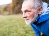 غفلت میں گزاری جوانی کیبعد بڑی عمر میں اچانک ورزش کا بوجھ لاد لینے کے منفی نتائج سامنے آسکتے ہیں۔ تحقیق (فوٹو: فائل)