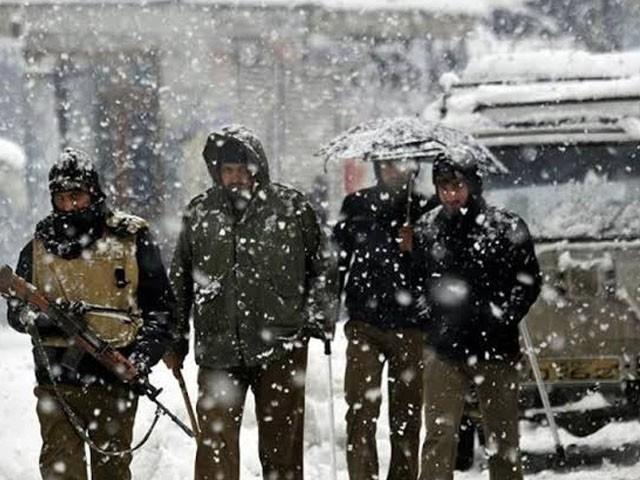 بھارتی فوج کے اہلکار ضلع کپواڑا میں برفانی طوفون کی زد میں آکر ہلاک ہوئے۔ فوٹو : فائل