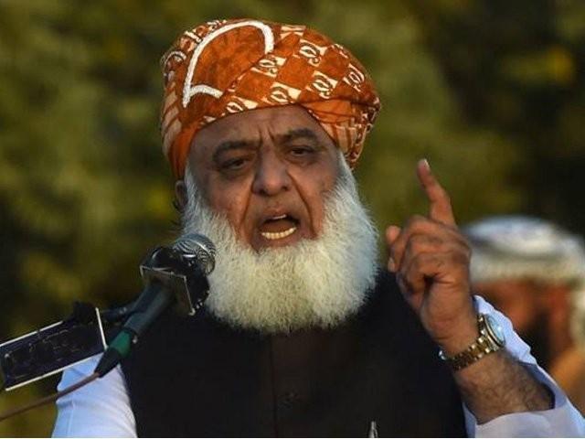 پاکستان کے مستقبل کو روشن کرنا ہے تو عہد کرنا ہوگا کہ اس ملک میں غلام بن کر زندگی نہیں گزاریں گے، سربراہ جے یو آئی (فوٹو: فائل)