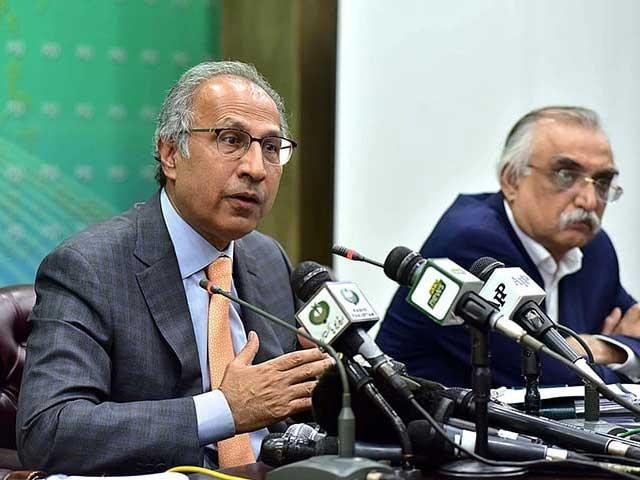 مجموعی قومی خسارے میں نمایاں کمی ہوئی ہے، عبدالحفیظ شیخ فوٹو:فائل