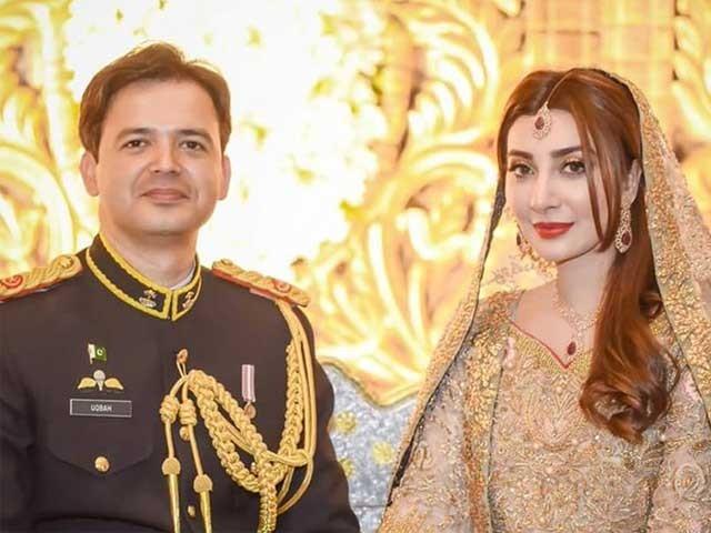 اداکارہ عائشہ خان نے گزشتہ برس اپریل میں میجر عقبہ ملک سے شادی کی تھی  فوٹوسوشل میڈیا