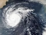 آنے والے برسوں میں شدید طوفانوں کی تعداد اور ان سے پھیلنے والی تباہی، دونوں میں اضافہ ہوگا (فوٹو: فائل)
