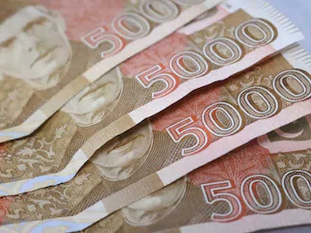پانچ ہزار روپے کے نوٹ کی منسوخی کی کوئی تجویز زیر غور نہیں، ترجمان اسٹیٹ بینک (فوٹو: فائل)