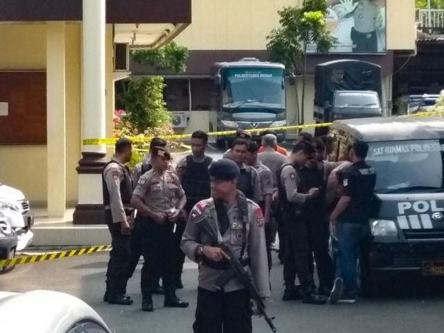 حملہ آور 24 سالہ نوجوان تھا۔ فوٹو : اے ایف پی