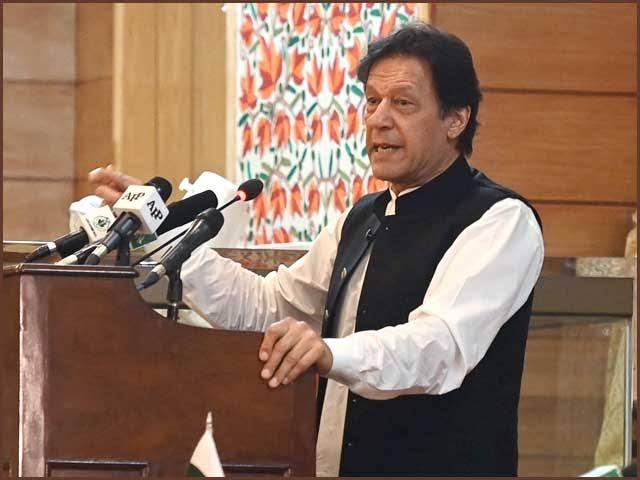 جیسےجیسےسرمایہ کاری آئیگی نوکریاں ملنا شروع ہو جائیں گی، عمران خان فوٹو:فائل