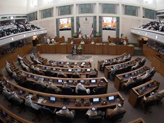 وزیرداخلہ کیخلاف عدم اعتماد کی تحریک پر کابینہ نے مستعفیٰ ہونے کا فیصلہ کیا- فوٹو: رائٹرز