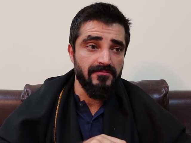 اداکار نے ویڈیو پیغام میں بقیہ زندگی اسلام کے مطابق گزارنے کا اعلان کردیا- فوٹو :اسکرین گریپ