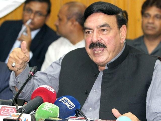 فضل الرحمان غلط فہمی دورکر لیں ق لیگ عمران خان کے ساتھ ہے، وزیر ریلوے۔ فوٹو: فائل