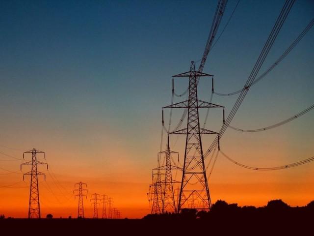 اس شعبے میں 40 ارب ڈالر کی سرمایہ کاری کی گنجائش موجود ہے، وزیر توانائی عمرایوب۔ فوٹو: فائل
