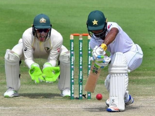 اننگز کے آغاز میں ہی پاکستانی کی بیٹنگ لائن ایک بار پھر لڑکھڑا گئی اور 4 کھلاڑی 78 رنز کے اسکور پر پویلین لوٹ گئے۔ فوٹو: اے ایف پی
