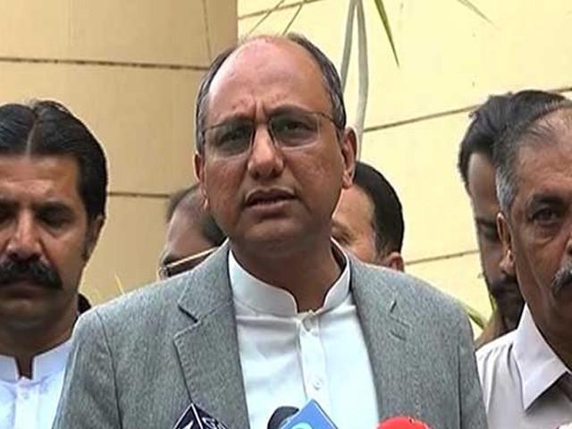 وفاقی حکومت کراچی کے مسائل میں دلچسپی نہیں لیتی اور وزیر اعظم ہم سے تو بات کرنا بھی پسند نہیں کرتے، وزیر اطلاعات سندھ (فوٹو: فائل)