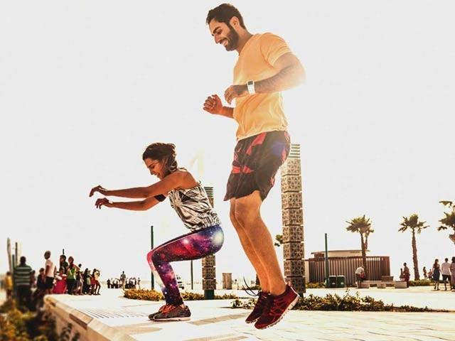 ایسے مریض جو جینیاتی یا موروثی طور پر بھی ڈپریشن کے شکار ہوسکتے ہیں وہ ورزش سے اس مرض کو دور رکھ سکتے ہیں (فوٹو: فائل)