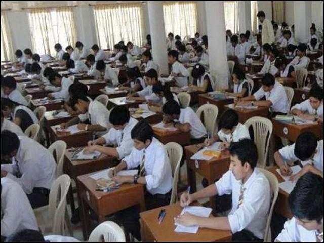 طلبا کو امتحان سے پہلے ہی علم ہوتا ہے کہ کون سے سوالات، درخواست یا مضمون امتحان میں پوچھا جائے گا۔ (فوٹو: انٹرنیٹ)