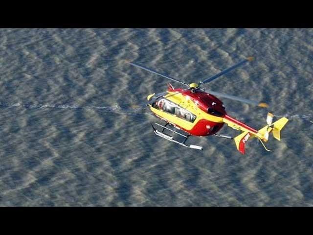 ہیلی کاپٹر میں ریسکیو ٹیم کے 3 اہلکار سوار تھے۔ فوٹو : فائل