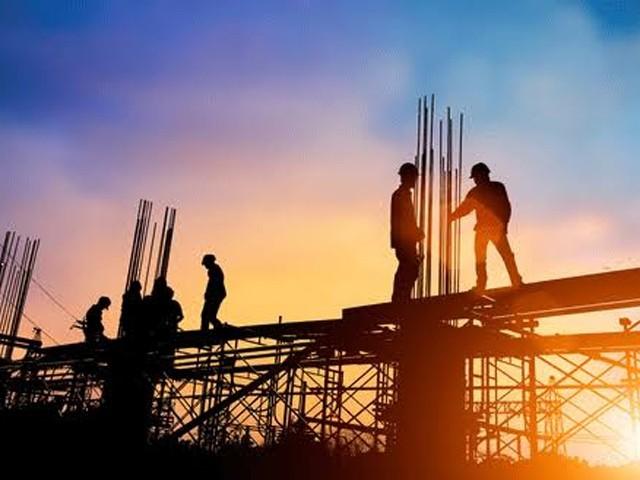 یہ پنجاب کی سب سے بلند عمارت ہوگی، اربن یونٹ اور نجی کنسٹرکشن کمپنی کے درمیان معاہدے پر دستخط (فوٹو: فائل)
