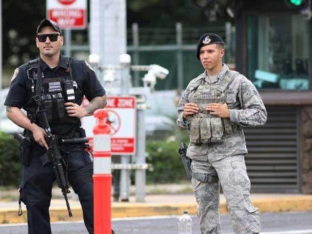 نیوی اہلکار نے فائرنگ کے بعد خود کو گولی مار کر خودکشی کرلی فوٹو:انٹرنیٹ
